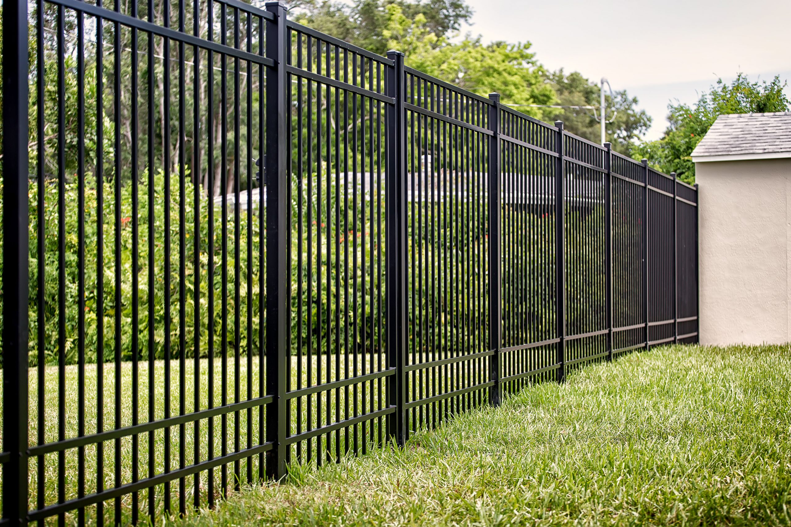 Aluminum Fencing: Elegant Style with Superb Protection