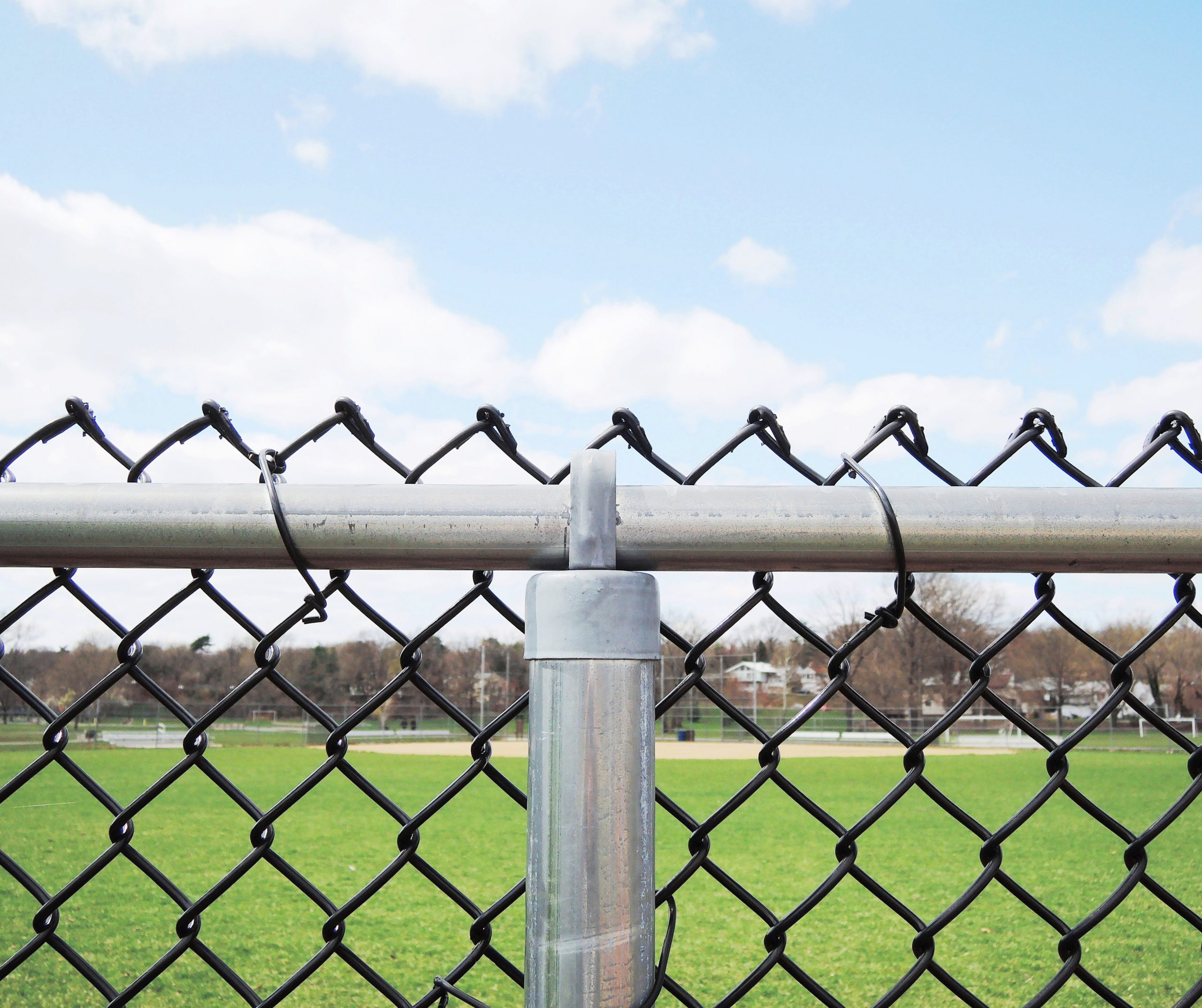 6 Tips for Picking the Right Contractor for Commercial Fencing Services